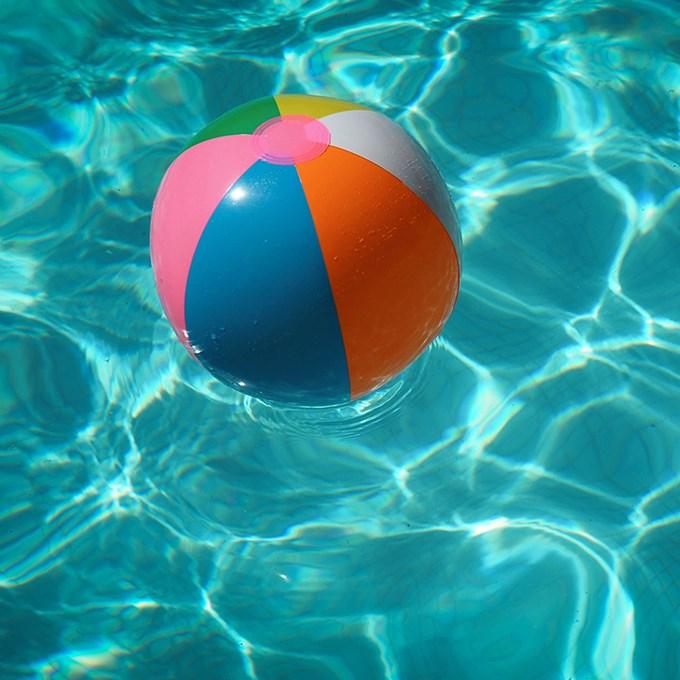 Bilde av badeball i vann