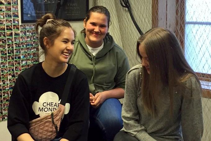 Bilde av tre jenter som smiler