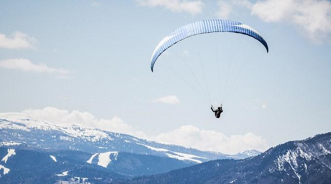 Foto person i fallskjerm