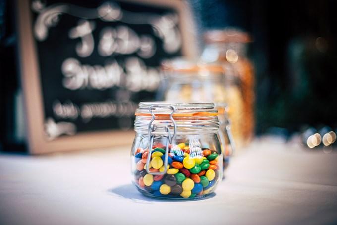Foto av godteri i glasskrukke