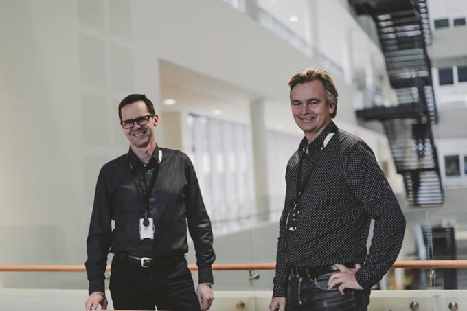 Bilde av to ledere