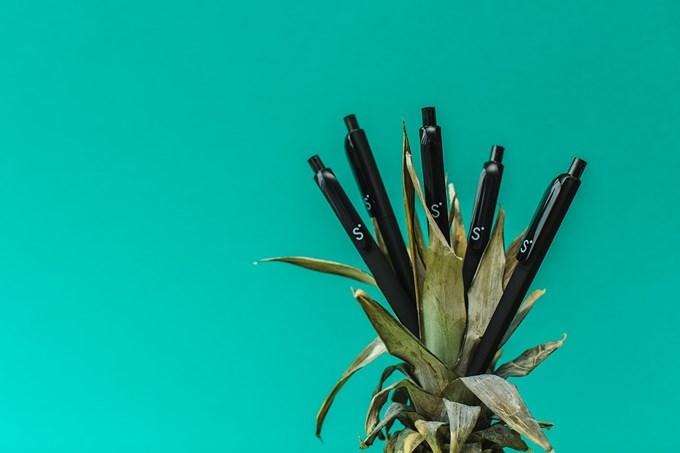 Ananas med Sbanken-penner oppi